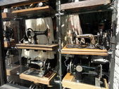Old sewing machines at Portobello flea market, London — Stock Photo