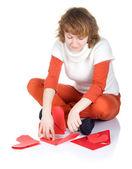 Kız origami kalp yapma — Stok fotoğraf