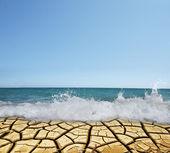 沙漠 vs 水概念与副本空间 — 图库照片