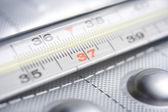 Termometre pack tablet — Stok fotoğraf