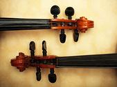 Zwei alte Violine Detail bei Umgebungslicht — Stockfoto