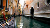 Venice. Walk to the gondola. — Stock Photo