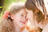 Jonge moeder en haar dochter — Stockfoto