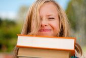 Chica joven estudiante con cara graciosa — Foto de Stock