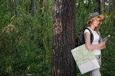 Harita olan kadın — Stok fotoğraf
