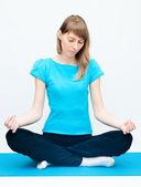 Kobieta robi joga — Zdjęcie stockowe