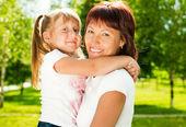 šťastná matka s dcerou — Stock fotografie