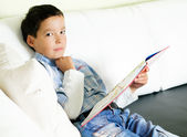 Boy reading a book — Fotografia Stock