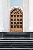 Steps leading to the door — Stock Photo