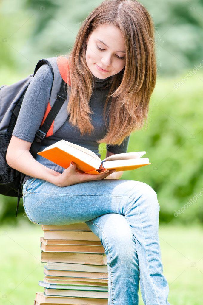 Молодые девушки и студентки
