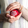 Woman holding christmas toy — Stockfoto