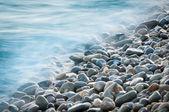 Pierres de galets au bord de la mer — Photo