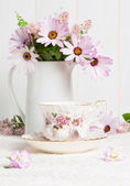 Teacup & Flowers — Stock Photo