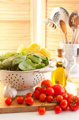 Spinach & Tomatoes With Pasta — Stock Photo