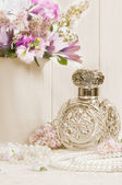 Botella de perfume antiguos — Foto de Stock