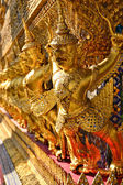 Garuda in wat pra keaw thailand — Stock Photo