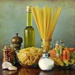 Italian recipe: aglio, olio e peperoncino (garlic, oil and chili — Stock Photo #11413095