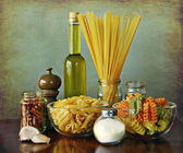 Italian recipe: aglio, olio e peperoncino (garlic, oil and chili — Stock Photo