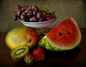 A classical still life with a grapes tray and fresh fruits — Stock Photo