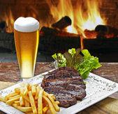 Cerveja bife fritas — Fotografia Stock