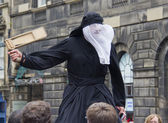 Stilt walker in Edinburgh — Stock Photo