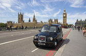 Taxi on Westminster Bridge — Stock Photo