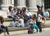 Teenagers at the British Museum — Stock Photo