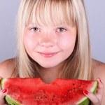 jeune fille à la pastèque — Photo