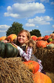 Girl with a pumpkins — 图库照片