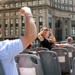 Постер, плакат: Tourists Snap Photos Of Chicago Skyline From Sightseeing Bus