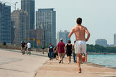 Being Active Along Lake Michigan Shoreline In Chicago — Stock Photo