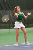 Jugadora de tenis golpea derecha tiro — Foto de Stock