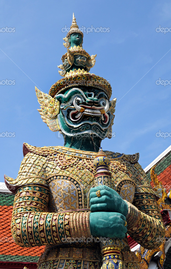 Wat Phra Kaeo and the Grand Palace are full of many religious works — Stock Photo #11814713