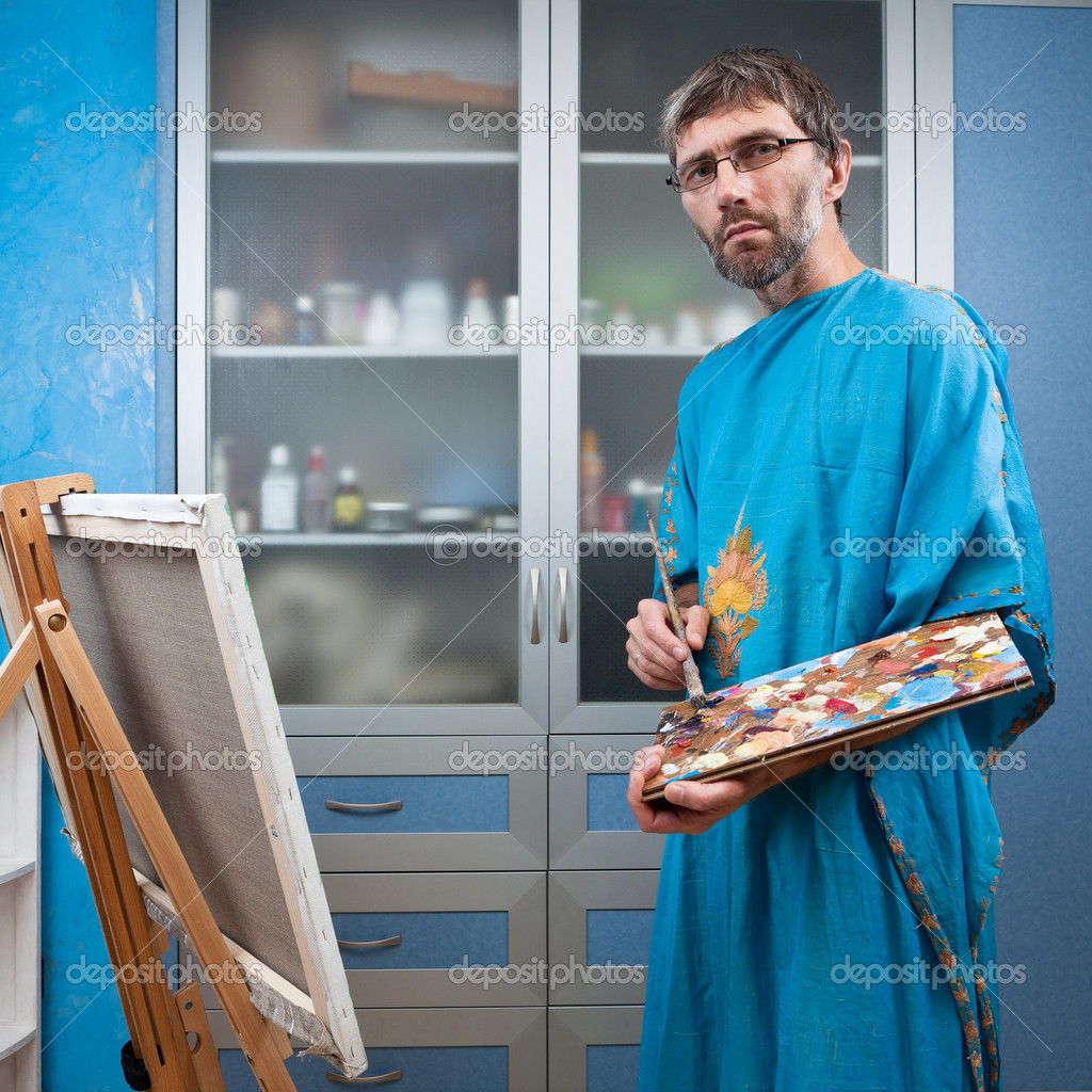 An artist paints a picture in the studio on canvas — Stock Photo #12008876