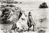 Three Ethiopian girls walk around — Stock Photo