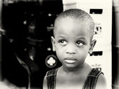 Little Ghanaian girl poses for the camera — Stockfoto