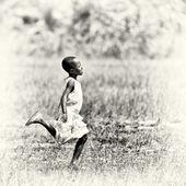 Beautiful Ghanaian boy runs — Stock Photo