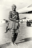 Ghanský dáma v podivné oblečení — Stock fotografie