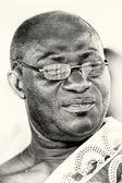 En ghanansk man med glasögon — Stockfoto
