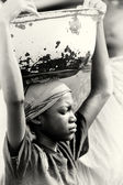 A woman from Ghana with a basin over the head — Stock Photo