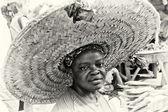 Une dame ghanéenne dans un incroyable grand chapeau — Photo