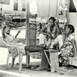 Three Ghanailadies sit at table and discuss something — Foto de stock #11988760