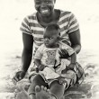 Smily mother and her son in Ghana — Stock Photo
