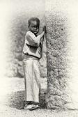 A Ghanaian woman stays near the tree — Stock Photo