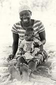 Gülen anne ve oğlu gana — Stok fotoğraf