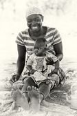 Smily mother and her son in Ghana — 图库照片