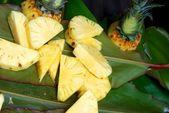 Eating freshly picked pineapple. — Stock Photo