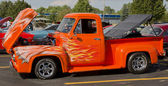 1955 Ford F-100 Orange Cat — Stock Photo