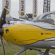 Yellow Cirrus R22 Plane Close up - Zdjęcie stockowe