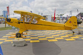 Piper Yellow Cub Airplane Side View — 图库照片